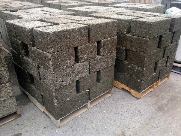самодельные строительные блоки.