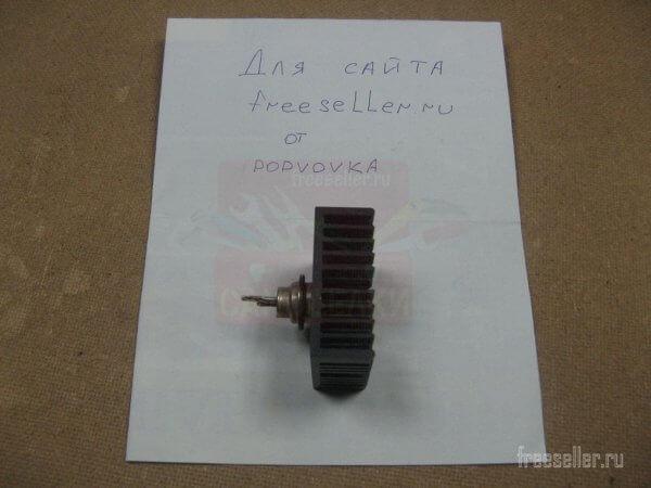 Тиристор с радиаторов от материнской платы компьютера