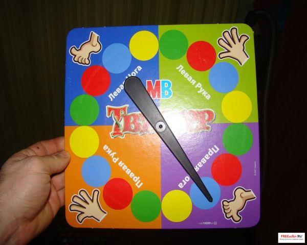Игра Твистер от Hasbro - циферблат с крутилкой