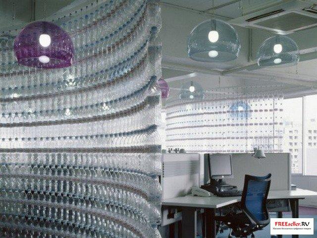 Стена из пластиковых бутылок