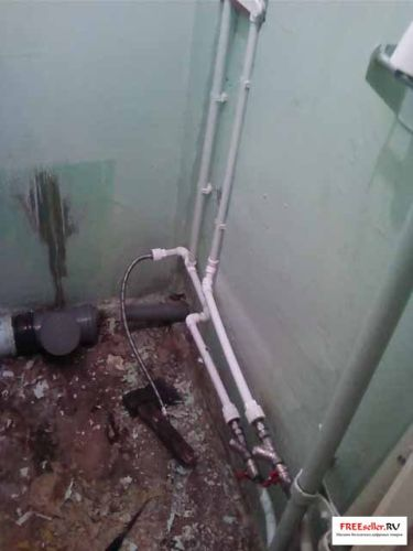 Простейший пример пайки полипропиленовых труб в туалете и ванной комнате