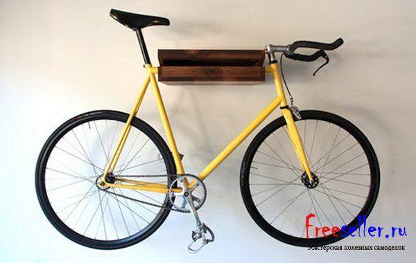 Настенное крепление для велосипеда из поддонов