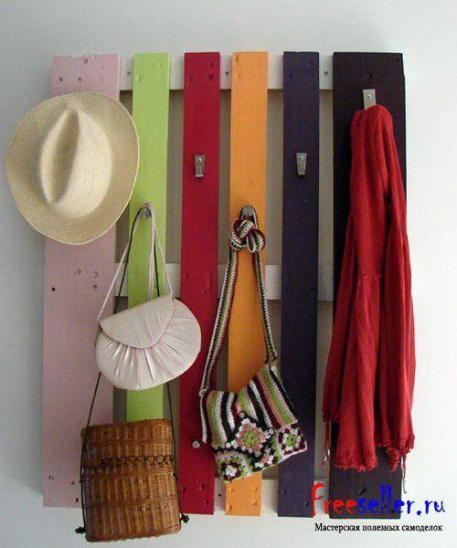 Вешалка для одежды из поддонов