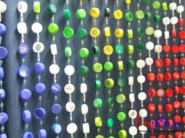 Шторы из крышек от пластиковых бутылок