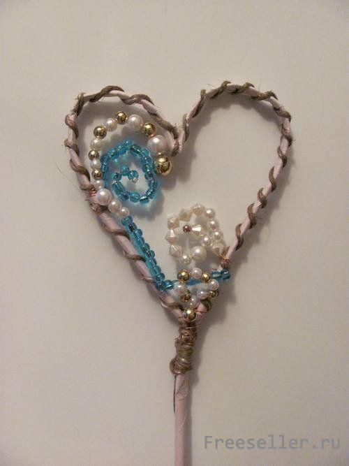 5. Должно получиться вот такое оригинальное сердечко на палочке, его можно поставить в вазу ко дню св. Валентина.
