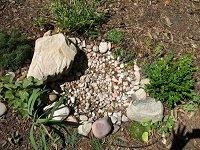 Сухой пруд из камней