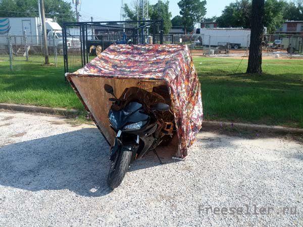 Большой кирпичный гараж