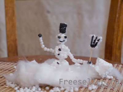 Забавный снеговик из ваты