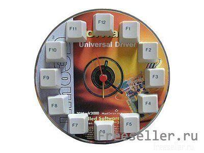 Самодельные часы из компакт диска и клавиатуры