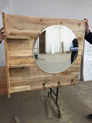 Туалетное зеркало с полками из поддона