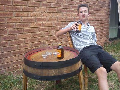 Столик-подставка из винной бочки