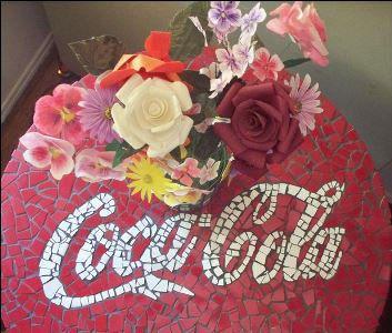 Стол с мозаикой Кока Кола