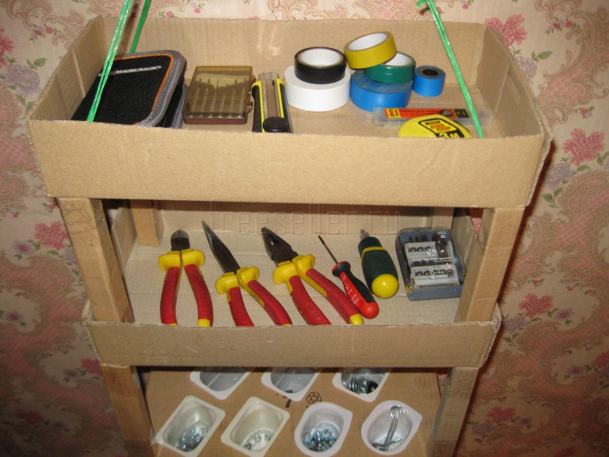 Как сделать полки для книг из картонных коробок 13