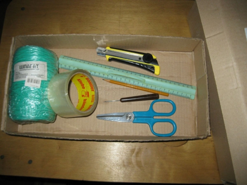 Подвесной стеллаж из картонных коробок