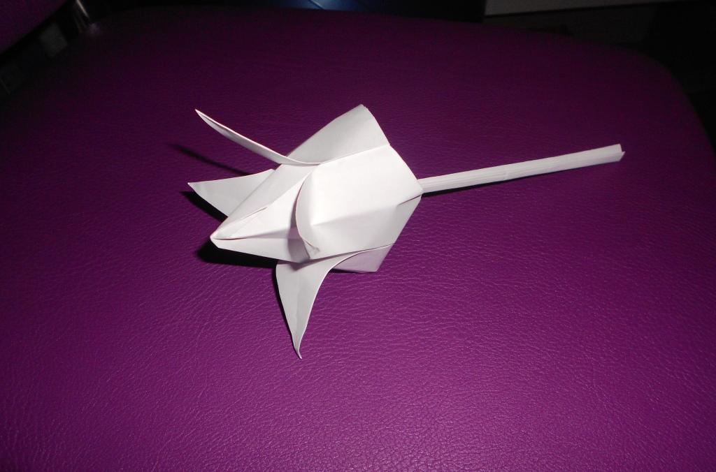 99Модель цветка  из бумаги