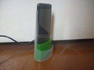 Простая стойка для зарядки телефона