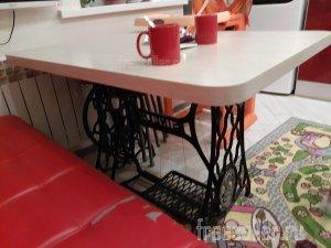 Кухонный стол из швейной машинки Singer