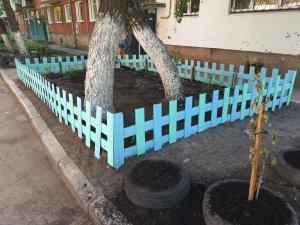 Декоративный заборчик из пластиковых панелей