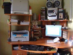 Самодельная полочка для принтеров на компьютерный стол