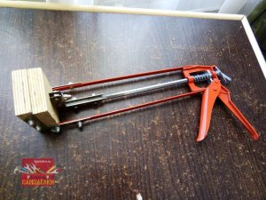 Самодельная струбцина из пистолета для герметика